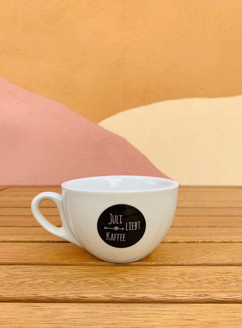 Juli liebt Kaffee - Capuccino Tasse